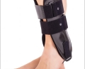 Mobile ankle support with plastic side splints